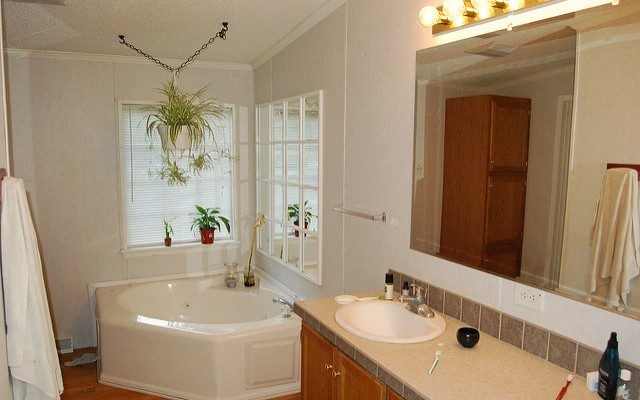 How to Customize a Rental Bathroom