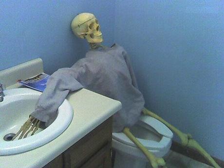 Hallowwn Bathroom Skeleton on Toilet